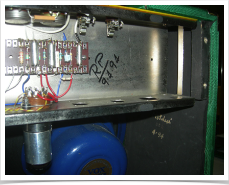 "Roberto's signature on the chassis of ""the Mojo"""